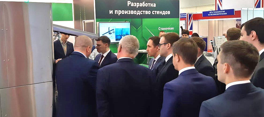Директор департамента Инвестиционного машиностроения Минпромторга М.И. Иванов знакомится с нашими разработками