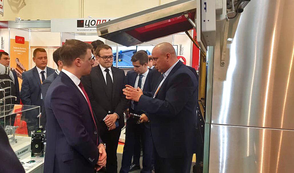 Директор департамента Инвестиционного машиностроения Минпромторга М.И. Иванов познакомился с нашими новинками